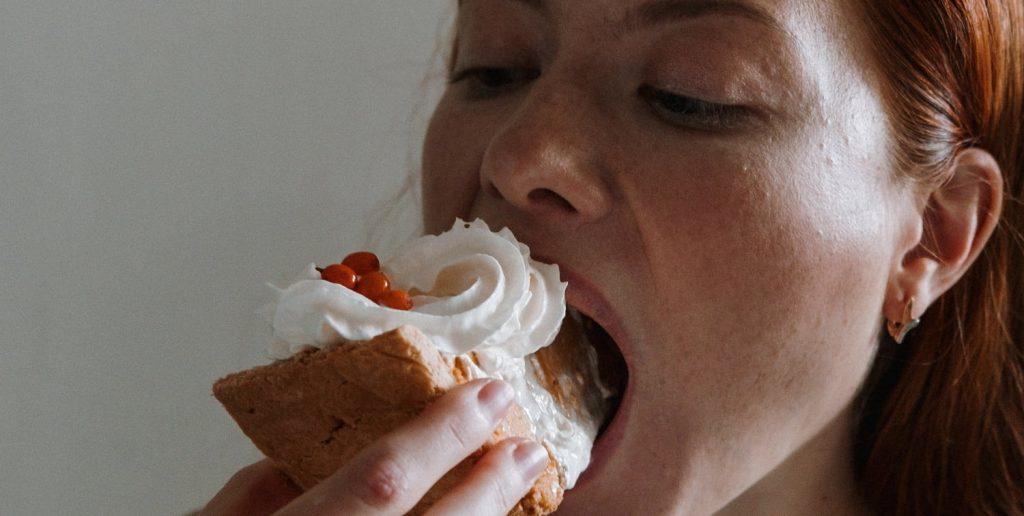 Serena psicologia, psicologia online, psicologia mujer, comer y ansiedad, atracon comida